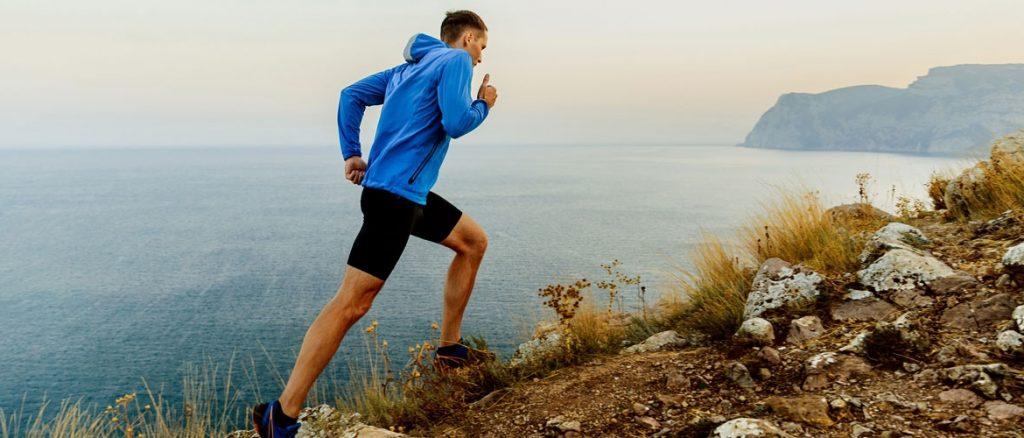 entrenar en cuestas corriendo